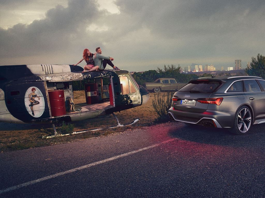 RS6 Avant next to people sat on a helicopter