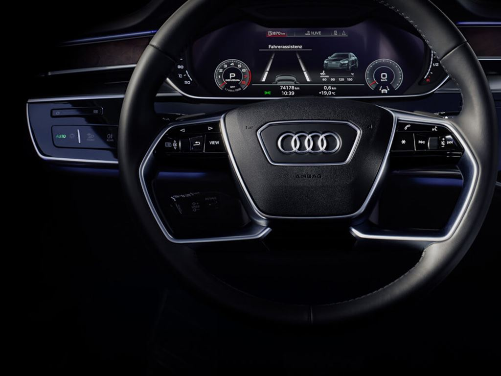 A8 L Dashboard and wheel