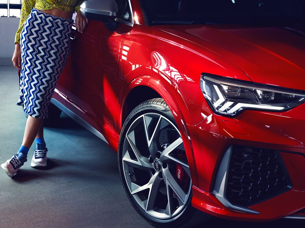 Red RS Q3
