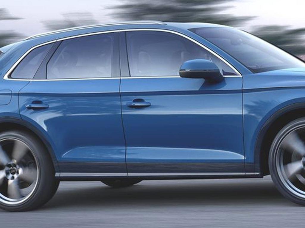 Blue Q5 TFSI e driving