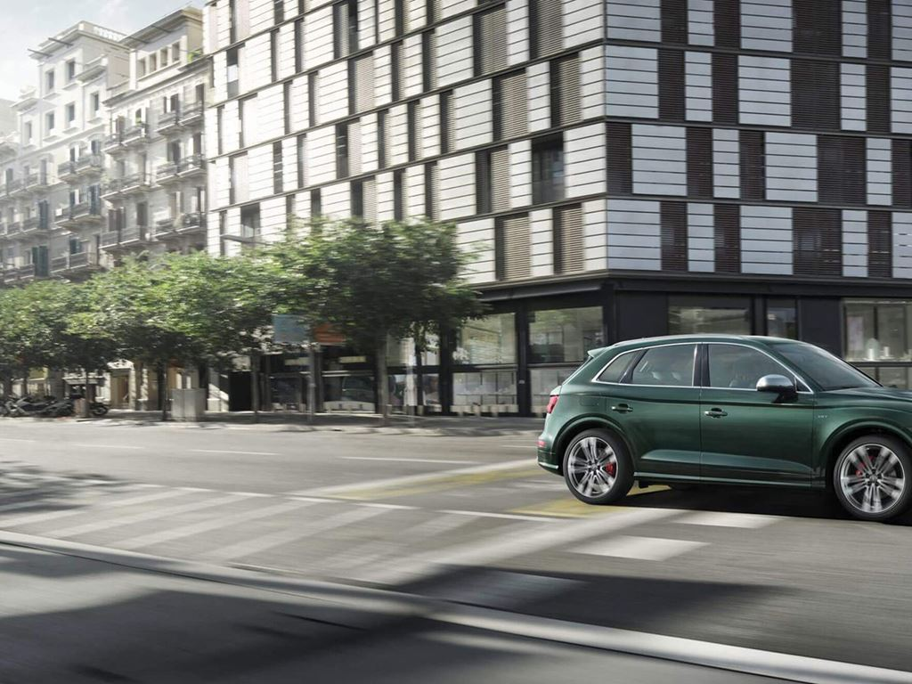 Green SQ5 on the road