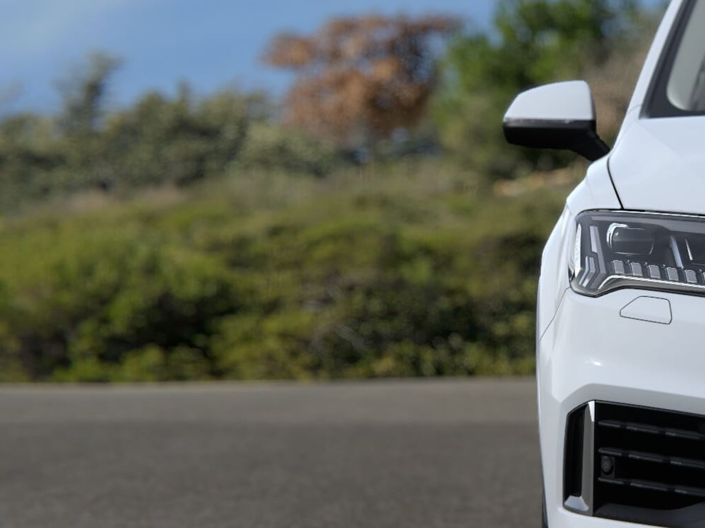 White Q7 Lights and Grille