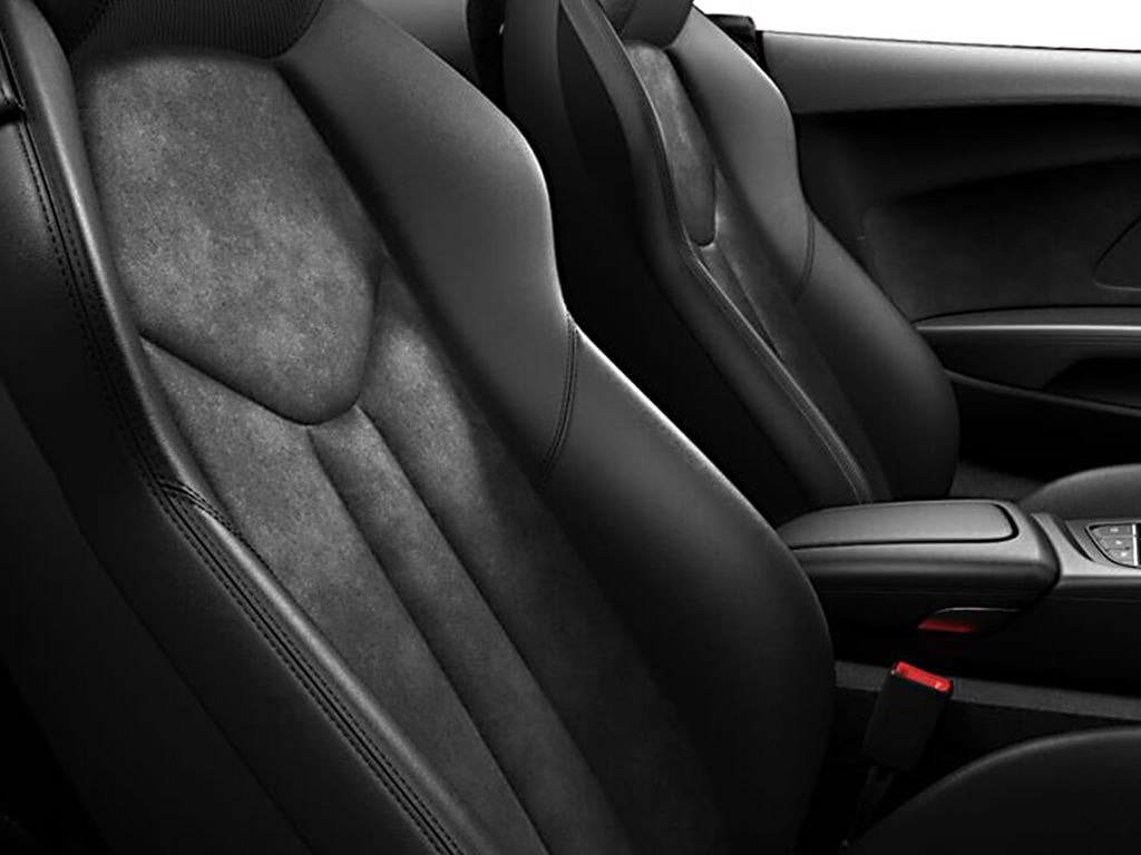 R8 Spyder interior seats
