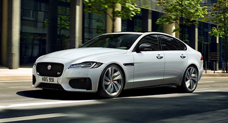 THE JAGUAR XF. NOTHING COMPARES.