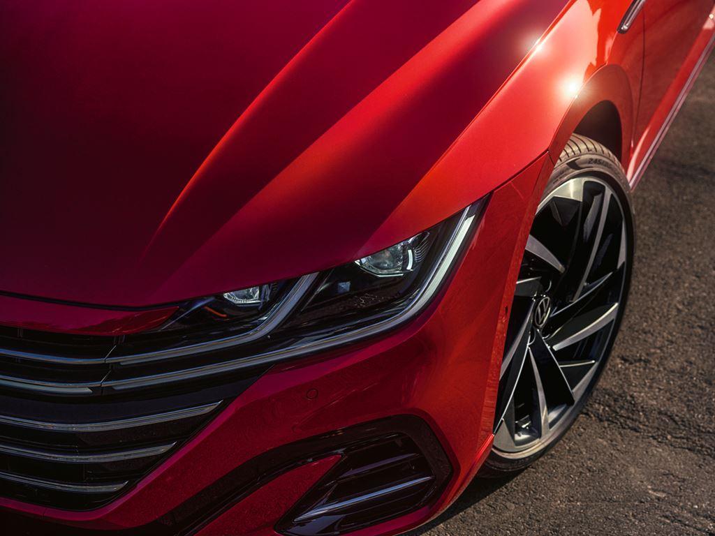 Volkswagen Arteon Shooting Brake Front Headlight and Alloy
