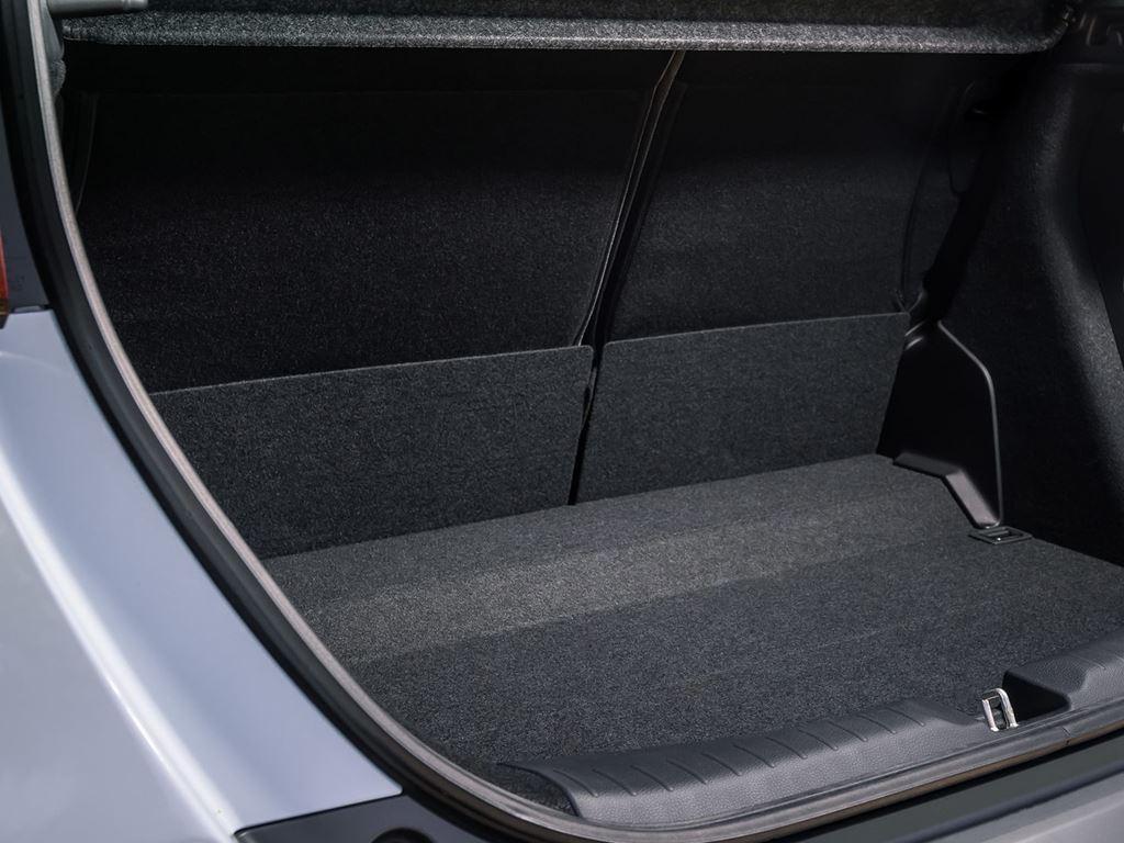 Startin Honda worcester - boot space crosstar