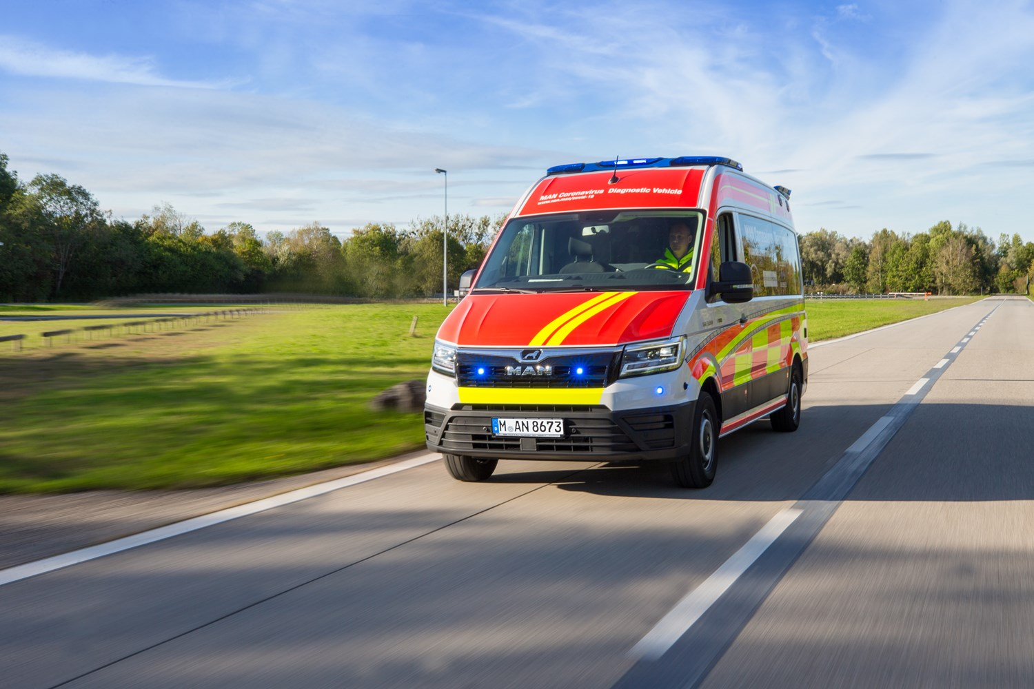 Flexible use: With the MAN Coronavirus diagnostic vehicle, test capacities can be quickly relocated as required and deployed exactly where they are needed.