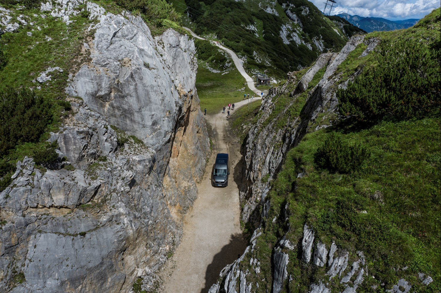 Bayerische Zugspitzbahn Bergbahn AG in Garmisch-Partenkirchen recently started using a MAN TGE Kombi 4x4 with a smart all-wheel drive system to transport food to the restaurants located high up in the mountains.