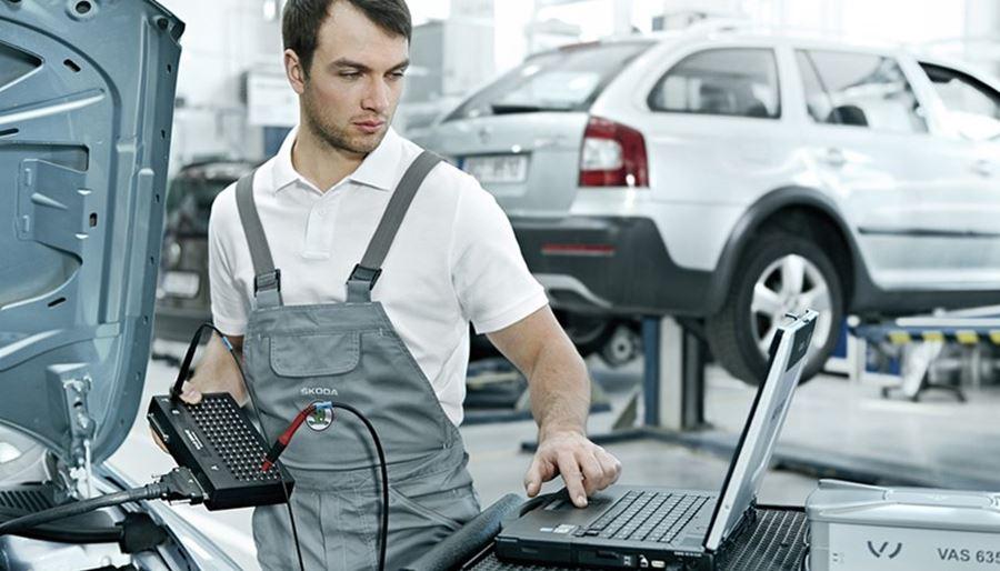 Skoda technician using a laptop