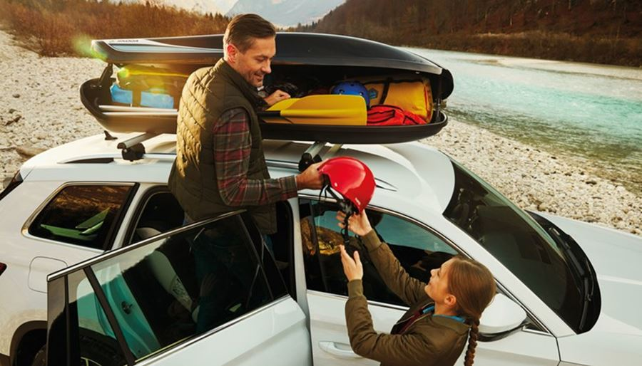 Couple packing a roof rack