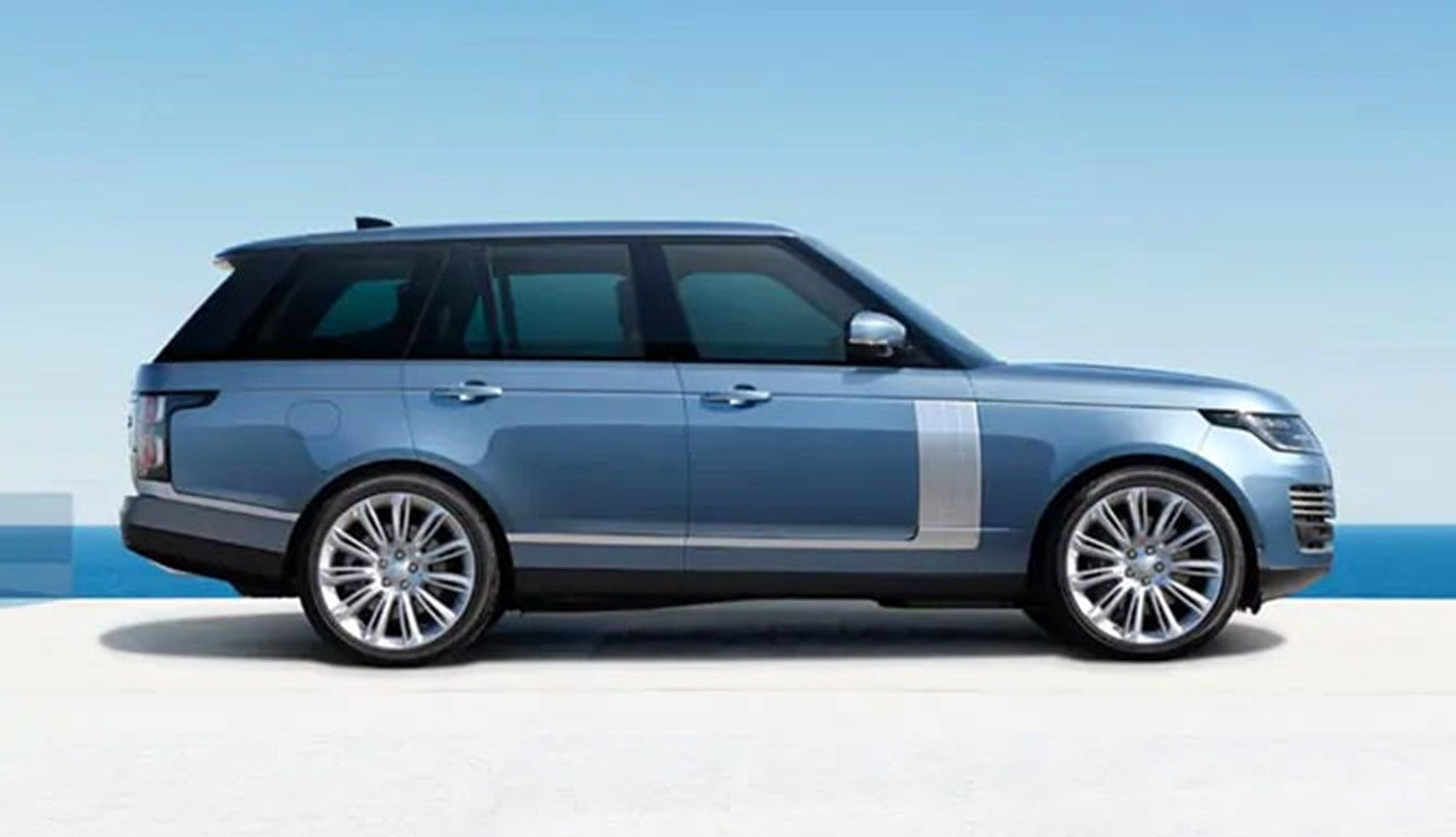 Range Rover Blue by poolside